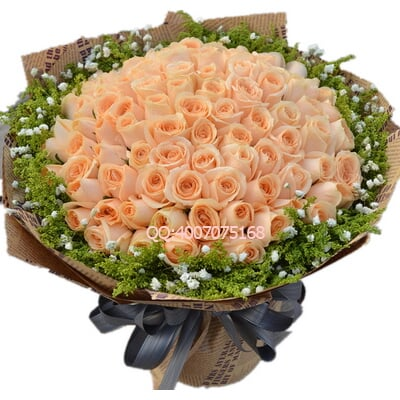 花 材 香槟玫瑰,满天星,黄莺外围 包 装 英文旧报纸圆形包装,精美花结图片